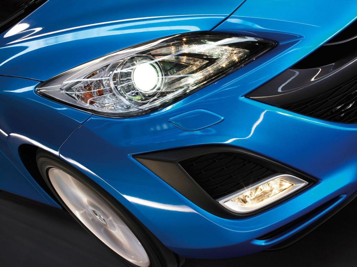 Mazda 3 2010 Headlamps Wallpaper 1152x864